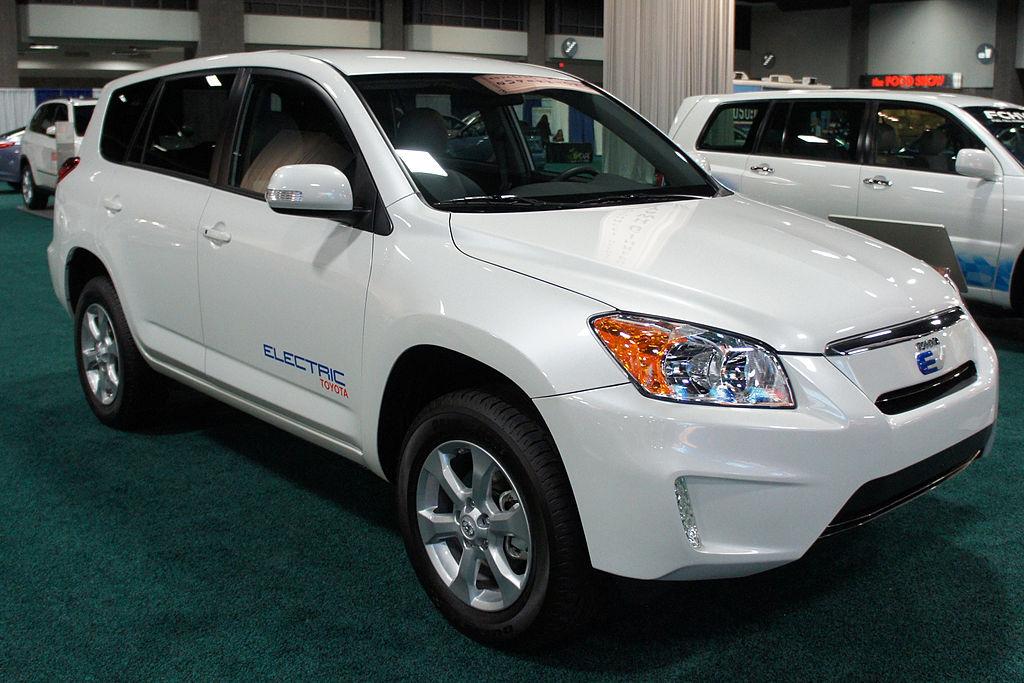 Toyota RAV4 EV's Powertrain is Lithium-Ion by Tesla Motors. Toyota Set to Produce its Own Li-ion Batteries Now.