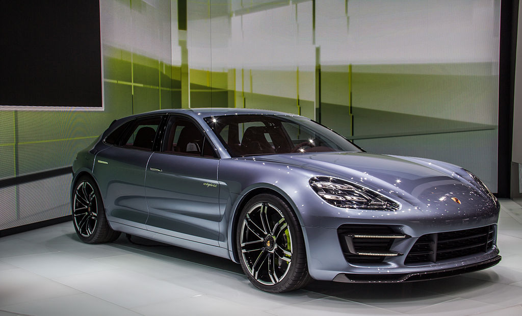 2017 Hybrid Porsche Panamera Brags Over 400hp And 50mpg The Green Optimistic