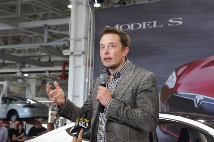 Elon Musk of Tesla Motors Plans on Paying Back DOE Loans Even Faster, Just After He Raises the Cash