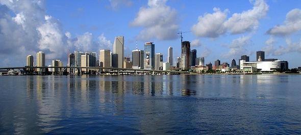 800px-Miami-skyline-for-wikipedia-07-11-2007-by-tom-schaefer-miamitom