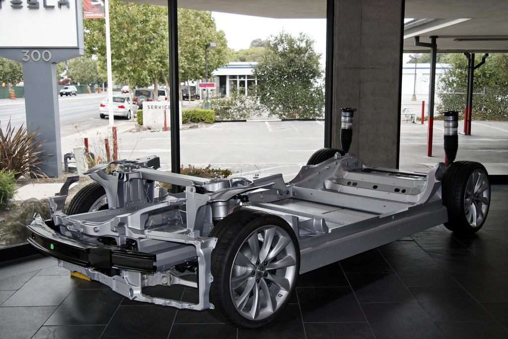 Tesla Model S' Structural Electric Vehicle Battery Reduces Weight and Increases Efficiency