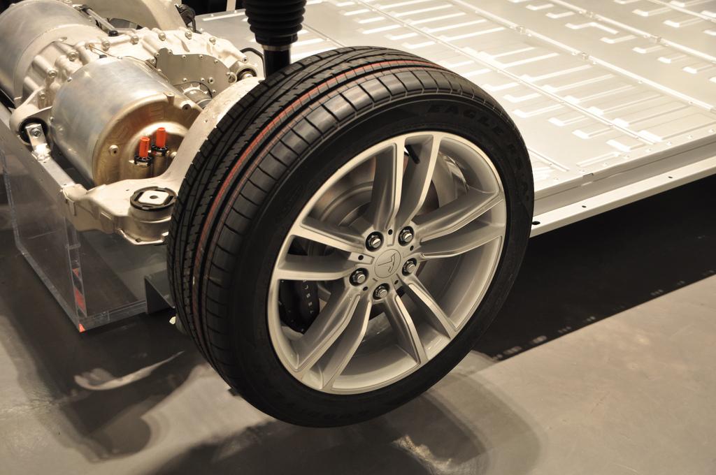 No Lithium-Ion Battery Pack, No Tesla Motors