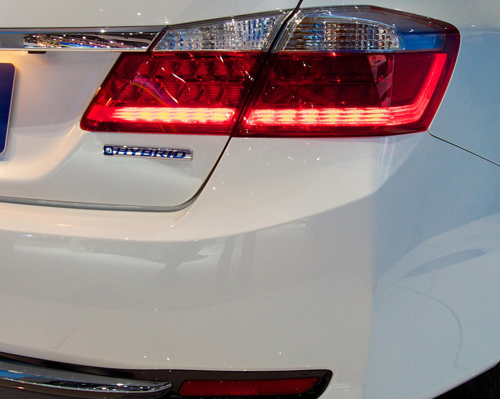 """2014 Honda Accord Hybrid is only given away by the """"Hybrid"""" tag."""