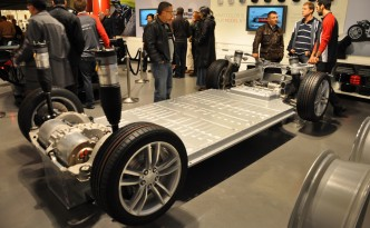 """Tesla Motors 85 kWh Lithium-Ion Battery Pack """"No User Serviceable Parts Inside? Yeah, Right!"""""""