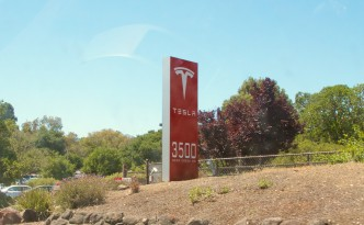 "Tesla Model 3 will have over 200 ""real world"" miles range, says Tesla Motors CEO Elon Musk."