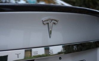 Tesla Model S doesn't NEED Consumer Reports' Recommendation. Tesla Model S Recommends Itself!