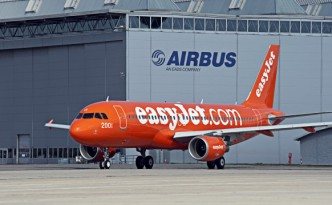 A320_easyJet_200th_taxiing-582x387